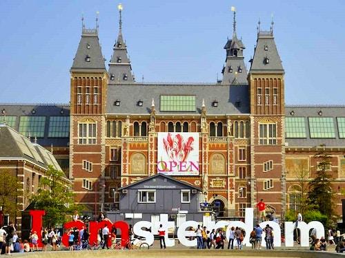 Tour guidato in italiano di Amsterdam@cta-style(1)@cta-title(Scopri Amsterdam in compagnia di una simpatica guida italiana)@cta-link(https://www.getyourguide.it/amsterdam-l36/amsterdam-walking-tour-privato-in-italiano-o-inglese-t67943/?partner_id=H0IOJ67&cmp=Articolo_Amsterdam_24h )@cta-button(mostra disponibilità)@cta-price(45 EUR)