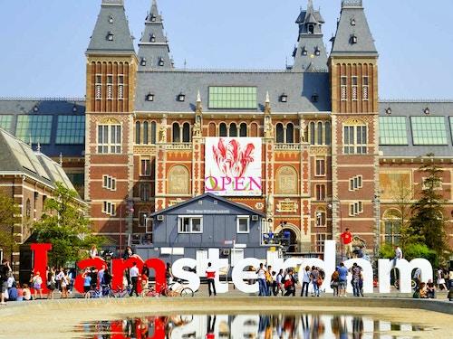 Scopri le offerte I amsterdam Card@cta-style(3)@cta-title(Entra gratis in oltre 60 attrazioni e musei di Amsterdam)@cta-link(https://www.getyourguide.it/amsterdam-l36/i-amsterdam-city-card-con-validita-da-1-2-o-3-giorni-t46103/?partner_id=H0IOJ67&cmp=VA_cover_iamsterdam)@cta-button(scopri tutti i vantaggi della I Amsterdam Card)@cta-image(iamsterdam.png)