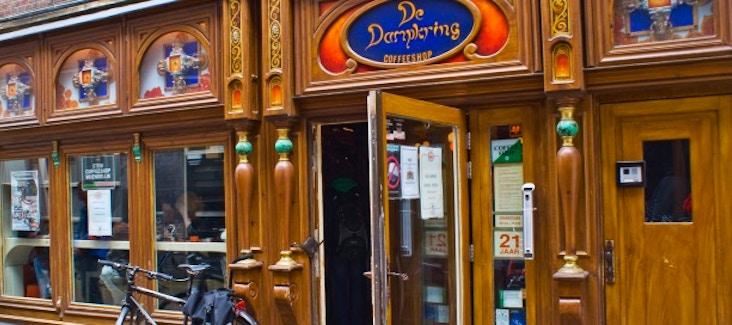Visita e prova i migliori coffee shop di Amsterdam con l'entusiasmante Ganja Tour.