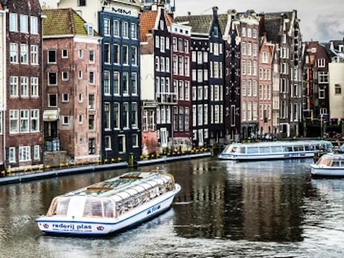 Crociere e Tour in Battello ad Amsterdam@cta-style(1)@cta-title(Scopri le nostre offerte su Tour e Crociere tra i canali di Amsterdam)@cta-link(https://www.getyourguide.it/anello-dei-canali-di-amsterdam-l2986/?partner_id=H0IOJ67&cmp=VA_cover_crociere)@cta-button(vedi le offerte)@cta-price(15 EUR)