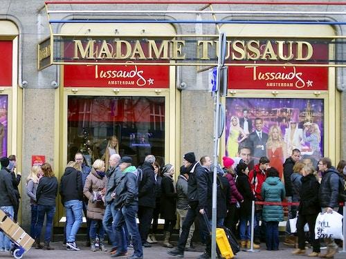 Prenota i biglietti per il museo delle cere Madame Tussauds@cta-style(1)@cta-title(Prenota online i biglietti con ingresso prioritario per Madame Tussauds)@cta-link(https://www.getyourguide.it/amsterdam-l36/amsterdam-ingresso-prioritario-per-il-madame-tussauds-t36506/?partner_id=H0IOJ67&cmp=VA_cover_madametussauds)@cta-button(prenota ora)@cta-price(21 EUR)
