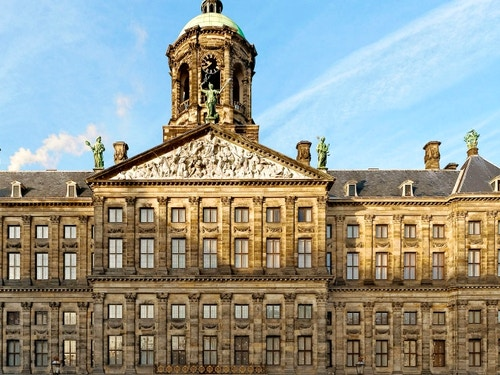 Palazzo Reale di Amsterdam@cta-style(1)@cta-title(Biglietto per il Palazzo Reale di Amsterdam con audioguida in italiano)@cta-link(https://www.getyourguide.it/amsterdam-l36/amsterdam-biglietto-per-il-palazzo-reale-t69329/?partner_id=H0IOJ67&cmp=VA_cover_palazzo_reale)@cta-button(prenota ora)@cta-price(10 EUR)