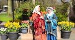 30 Keukenhof donne in costume tradizionale