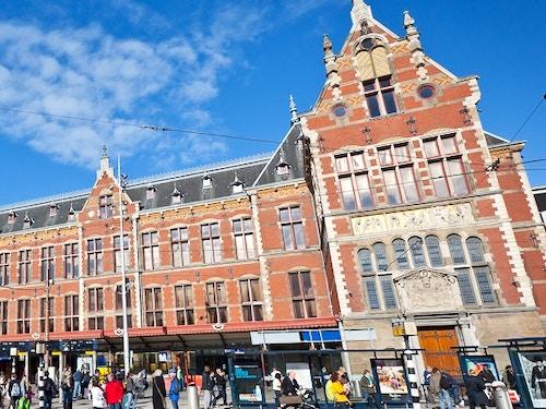 Le carrozze dei treni olandesi diventano biblioteche for Hotel amsterdam stazione