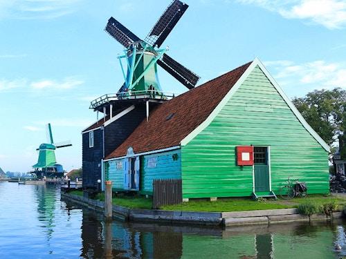 Visita la città dei mulini a vento Zaandam@cta-style(1)@cta-title(Da Amsterdam: Tour dei Mulini a Vento con guida italiana e trasporti)@cta-link(https://www.getyourguide.it/amsterdam-l36/private-tour-di-zaanse-schans-mulini-a-vento-guida-italiana-t88910/?partner_id=H0IOJ67&cmp=VA_cover_zaandam)@cta-button(prenota ora)@cta-price(30 EUR)