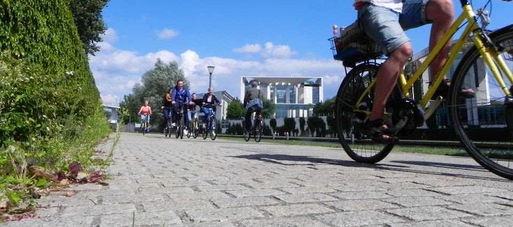 Esplora Berlino con un divertente tour guidato in bicicletta