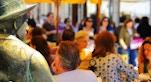 Statua di Pessoa Caffe A Brasileira foto di Rui Rebelo via flickr