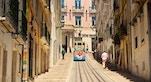Stradina di Lisbona foto di Singa Hitam