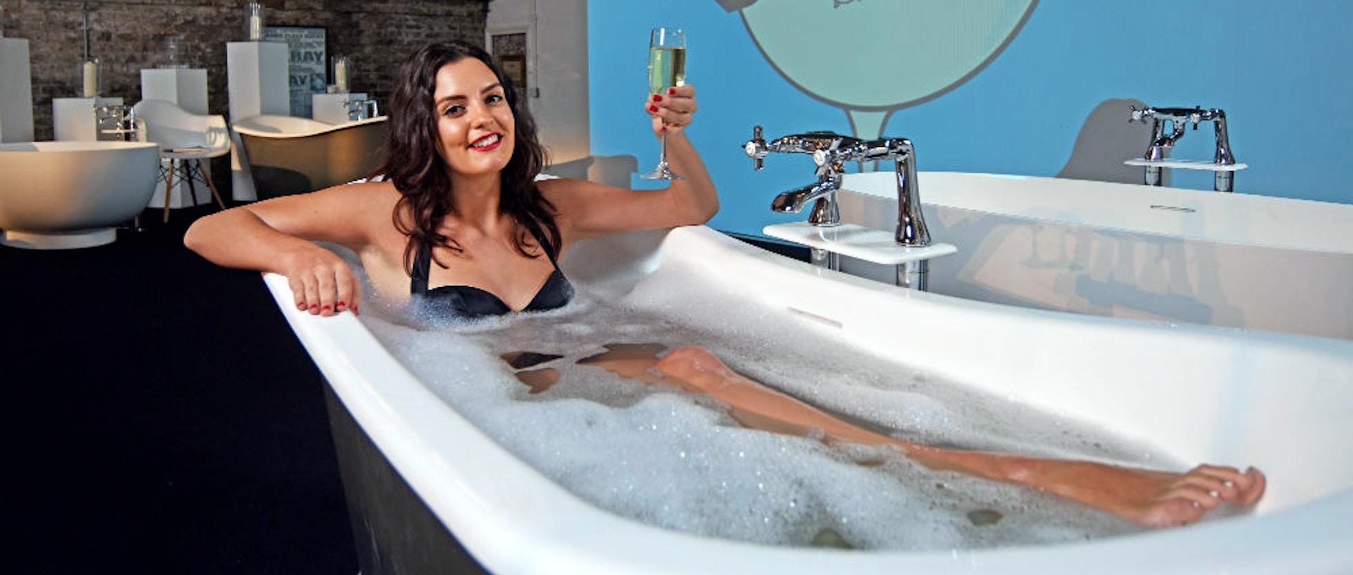 Londra Fiumi Di Champagne E Una Vasca Da Bagno Bubble