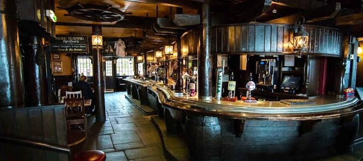 Prenota il tour guidato dei Pub Storici di Londra