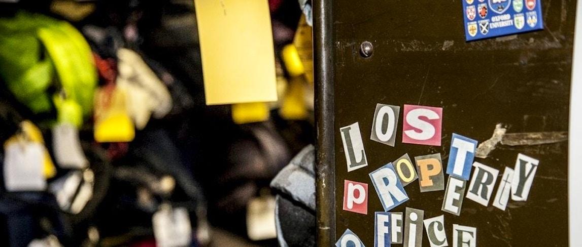 Gli oggetti pi strani dimenticati nella metropolitana di for Oggetti ufficio