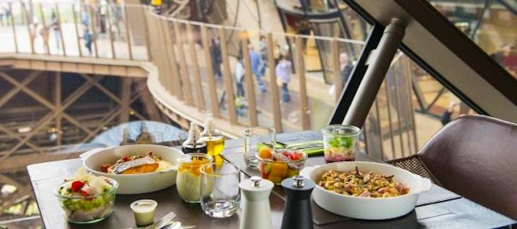 Pranzo sulla Torre Eiffel: prenota ora un tavolo al Ristorante 58