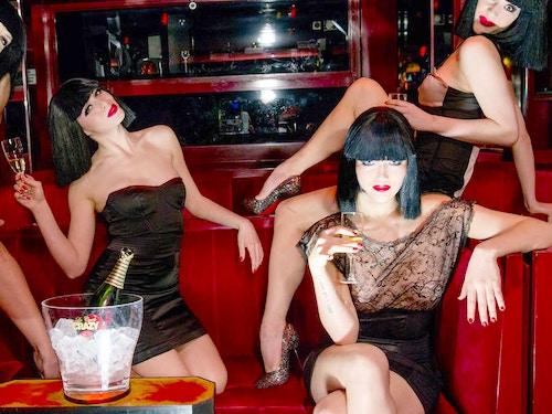 Parigi: show di cabaret al Crazy Horse + champagne@cta-style(1)@cta-title(Prenota ora il biglietto per il Crazy Horse con calice di champagne in omaggio)@cta-link(https://www.getyourguide.it/parigi-l16/parigi-biglietti-per-il-cabaret-al-crazy-horse-t43835/?partner_id=H0IOJ67&cmp=VP_cover_crazyhorse)@cta-button(scegli una data)@cta-price(65 EUR)