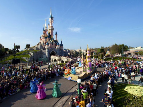 Consigli per Disneyland Paris@cta-style(1)@cta-title(Vivi la magia di Disneyland Paris. Biglietti salta la coda!)@cta-link(https://www.getyourguide.it/disneyland-paris-l2603/?partner_id=H0IOJ67&cmp=VP_cover_consigli-disneyland)@cta-button(Scopri le offerte)@cta-price(45 EUR)