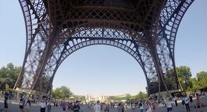02 Sotto la Torre Eiffel