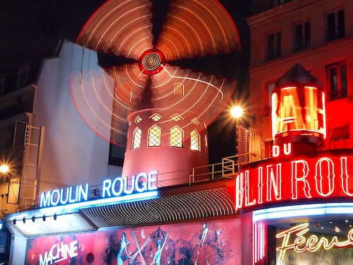 Prenota una cena spettacolo al Moulin Rouge@cta-style(1)@cta-title(Cena Spettacolo al Moulin Rouge: Prenota ora i posti migliori)@cta-link(https://www.getyourguide.it/s/?partner_id=H0IOJ67&q=Moulin%20Rouge&cmp=VP_cover_moulin_rouge)@cta-button(Vedi le Offerte)@cta-price(97 EUR)