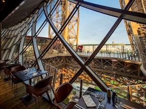 Torre eiffel 8 consigli per una visita indimenticabile vivi parigi - Costo ascensore interno 2 piani ...