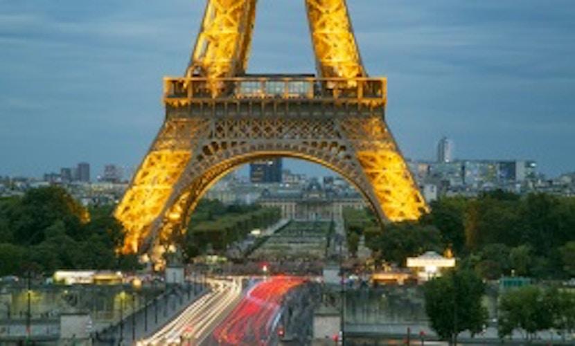 Scopri il fascino notturno di Parigi
