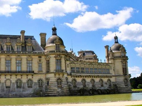 Castello di Chantilly e il Museo Condé con Paris Pass@cta-style(3)@cta-title(Entra gratis al Museo Condé)@cta-link(https://www.getyourguide.it/parigi-l16/parigi-pass-turistico-valido-2-giorni-per-visitare-la-citta-t4521/?partner_id=H0IOJ67&cmp=VP_cover_chantilly)@cta-button(scopri tutti i vantaggi del paris pass)@cta-image(parispass.png)