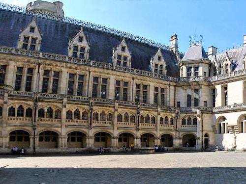 Castello di Pierrefonds con Paris Pass@cta-style(3)@cta-title(Entra gratis al Castello di Pierrefonds)@cta-link(https://www.getyourguide.it/parigi-l16/parigi-pass-turistico-valido-2-giorni-per-visitare-la-citta-t4521/?partner_id=H0IOJ67&cmp=VP_cover_chantilly)@cta-button(scopri tutti i vantaggi del paris pass)@cta-image(parispass.png)